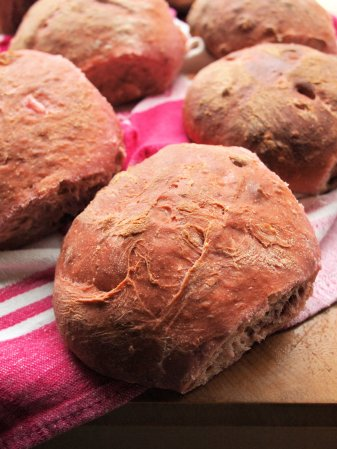 Beetroot walnut bread