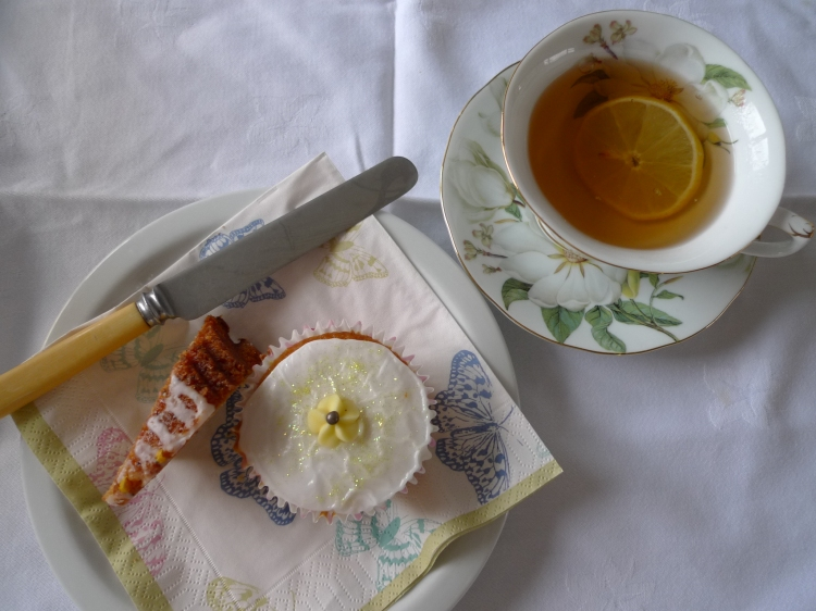Primrose Lemon Cupcake