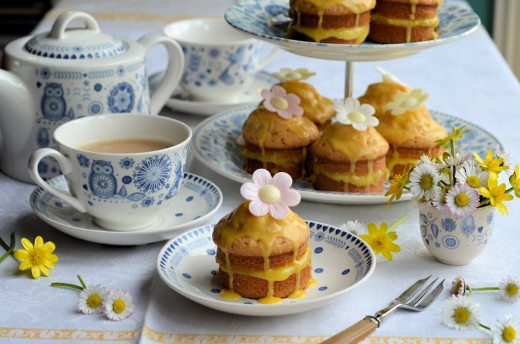 Little Victoria Lemon Daisy Cakes,