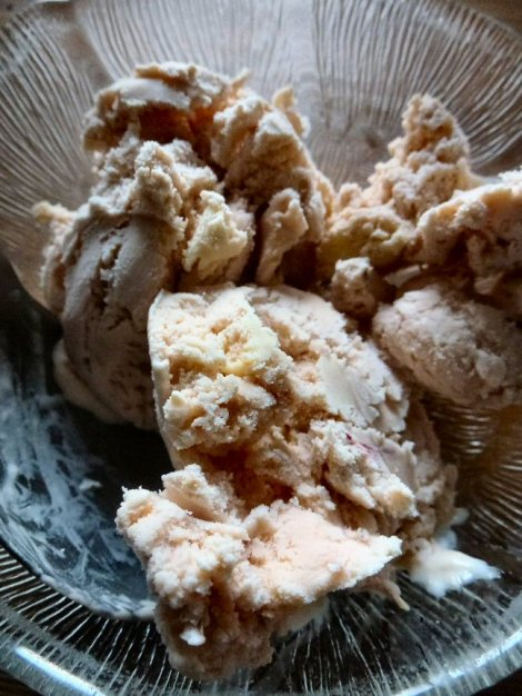 Rhubarb crumble icecream